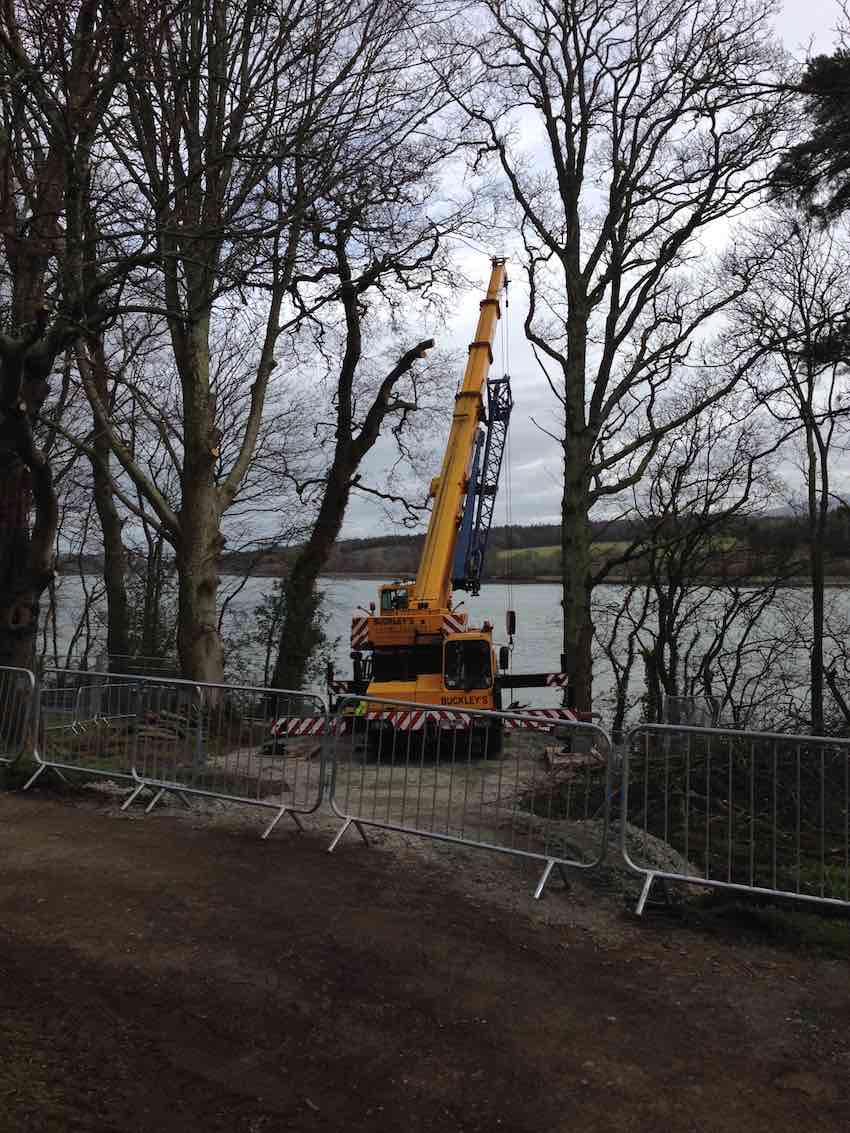 The crane arrives for the lift of the pump house and outlets - Kimpton