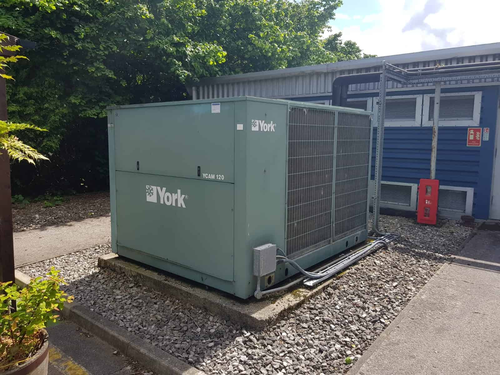 York Chiller with R22 Gas being replaced by Kimptons - Chiller replacement